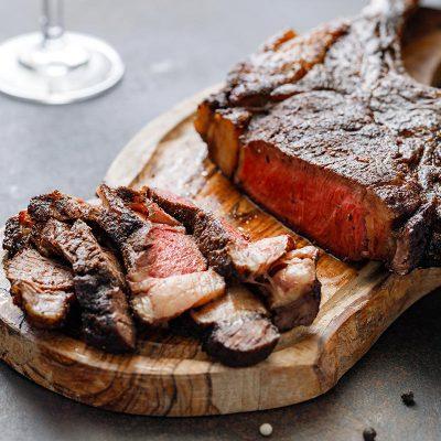 beef-steak-tomahawk-S3JHQLN